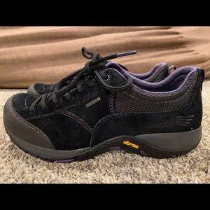 DANSKO Paisley Plum Purple Waterproof Shoes Sz 8.5
